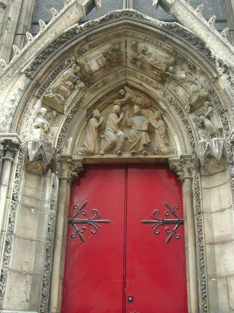 Notre-Dame Paris porte rouge